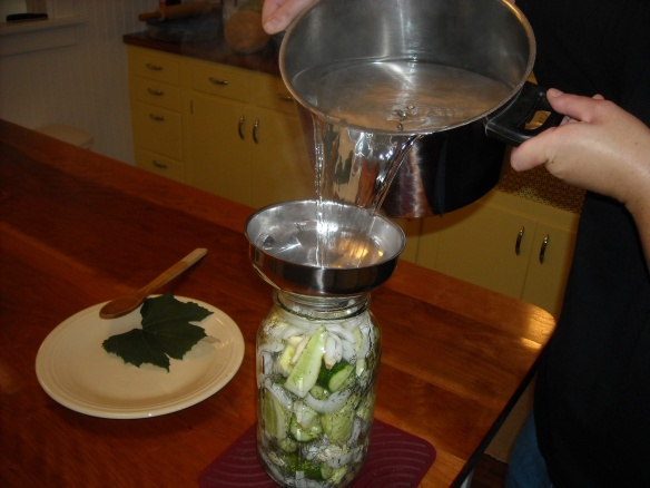 Pouring the solution on the pickles.